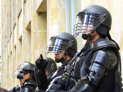 최악의 폭력적인 경찰을 가진 나라 10개국