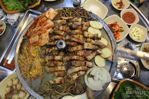 안동맛집 정하동 못생긴돼지의 육즙 좔좔 삼겹살