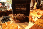 대전 빵집 성심당의, 흑백이 조화로운 빵 '블랙 까망베르'