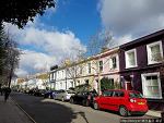 푸른 하늘과 잘 어울린 런던 포토벨리 마켓풍경
