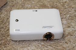 휴대용으로도, 집에서 사용하기도 좋은 LG 미니빔 TV PH550