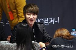 2013.12.08 딕펑스(DICKPUNKS) : 인천 팬사인회 막고른 사진...2...인데 거의 태현 & 현우