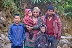 """네팔, 어릴 때 신부를 만난 남편 """"나는 행복한 남자입니다."""""""