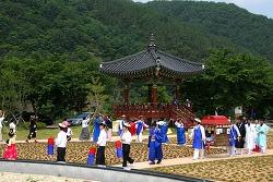 무주 서면마을 주민들의 '섶다리 공연'