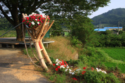 경북 상주 버스 승강장의 꽃지게가 있는 멋진 풍경
