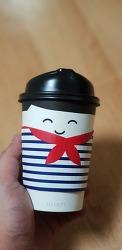 파리바게뜨 커피 컵 예쁘네요.