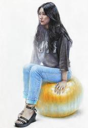 [인체·인물수채화] 검은색 티, 청바지를 입은 여성과 주황색 짐볼