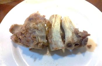 식당에서 먹고 남은 갈비뼈를 싸가는 이유!