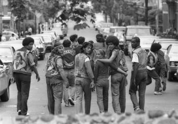1970년대 뉴욕 갱단의 컷 슬리브 데님 재킷
