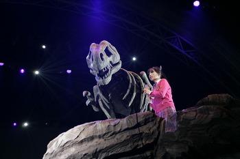 """[창작 뮤지컬] """"노래하라, 그러면 살아날 것이다!"""" <공룡이 살아있다>"""
