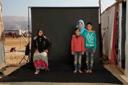 가족의 빈 자리를 통해서 보는 시리아 전쟁의 참상