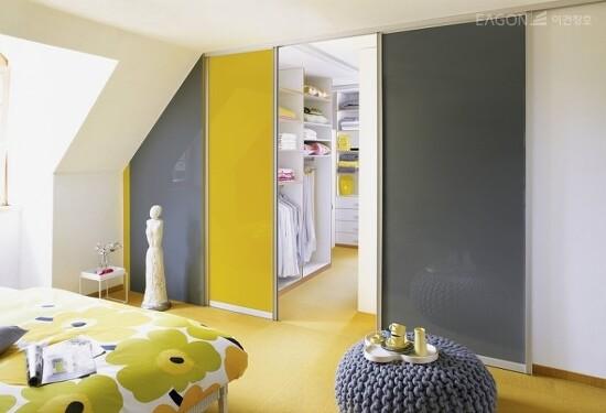 [이건창호 / 이건라움] 공간을 바꾸는 마법의 중문. 가을맞이 집안 인테리어 리모델링 / 공간 분할의 마법사 이건 라움 알루미늄 중문으로 아파트 현관 도어와 집안의 거실, 부엌 공간을 나눠..