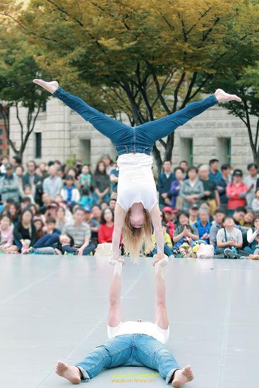 2017 서울거리예술축제 '나를 던져줘' 졸리 비안 & 레올리엔느 영국 서울광장