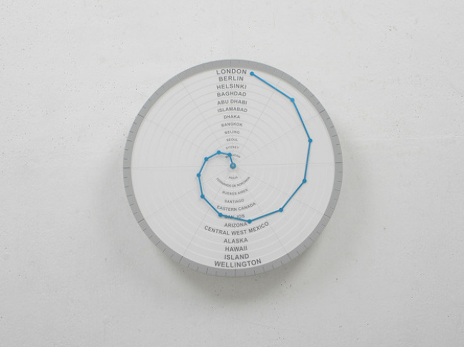 Bent Hands : wall clock showing world times at the same time.