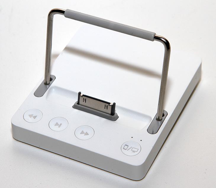 와우독, IT, 제품, 리뷰, 사용기, 후기, 아이폰, 아이패드, 키보드, 기계식 키보드, wowdock,아이폰과 아이패드 키보드를 사용함에 있어서 고정된 장소에서 보통 사용한다면 기존의 키보드를 대신 사용할 수 없을까 하는 고민에 빠집니다. 이런 고민을 해결 시켜주는것이 옴니오 와우독 입니다. 독 형태로 된 것에 아이폰이나 아이패드를 거치 시킨 뒤 기존에 쓰고 있던 키보드를 연결 시키면 윈도우용으로 쓰던 키보드를 그대로 사용이 가능 합니다. 별도로 키보드를 구매할 필요가 없어지는것이고 저렴하게 재활용이 가능하게 되는것이죠. 이번에 옴니오 와우독 사용기를 통해서 어떻게 활용하고 어떻게 쓰는것인지 그리고 앞으로 어떻게 변화가 될 것인지에 대해서 알아보도록 합시다.