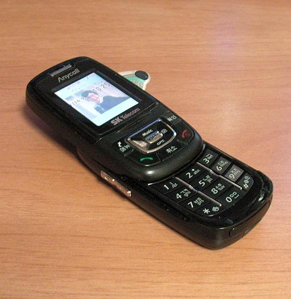 어머니의 오래된 휴대전화