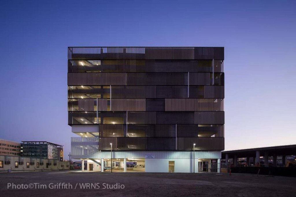 알루미늄 버티컬 루버 주차 타워 Wrns Studio Ucsf Mission Bay