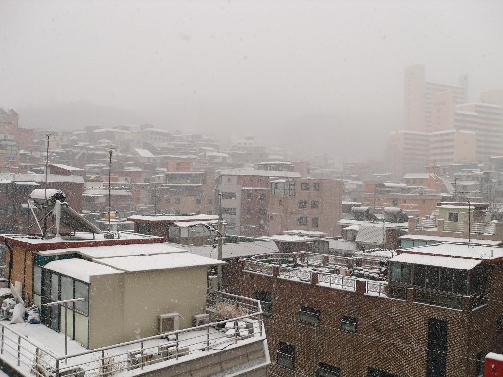 하늘에서 눈이 와~~요.
