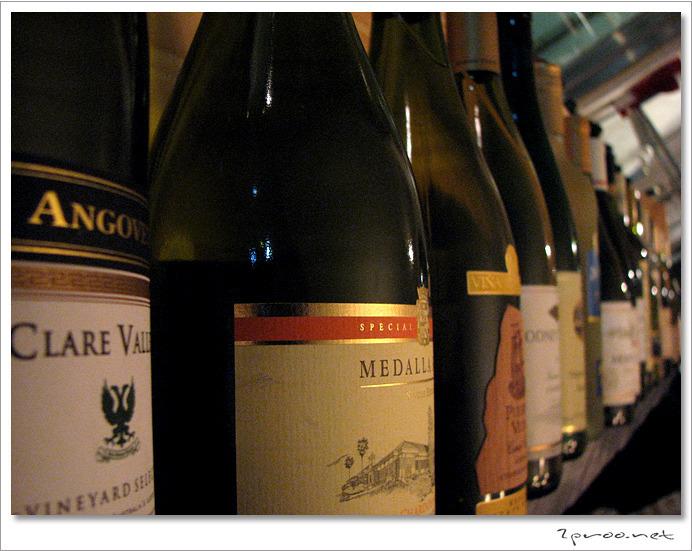 와인 전문 레스토랑 라투르 - 진열 판매중인 와인들