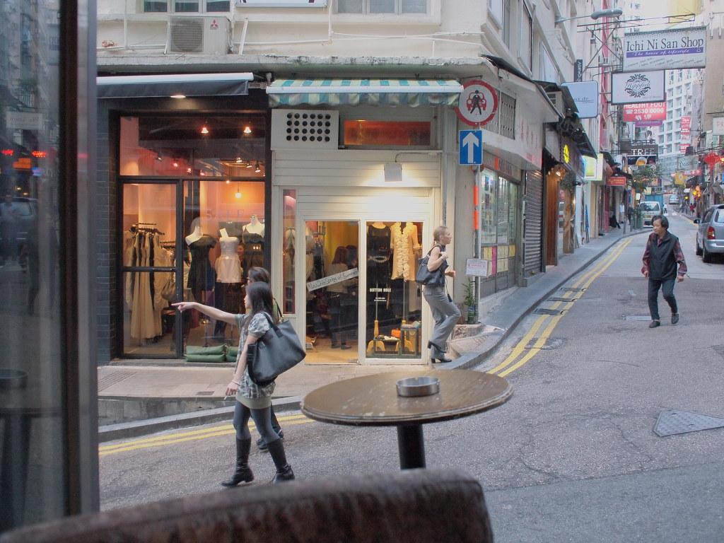 탁자 하나 마련했을뿐인데...in HongKong