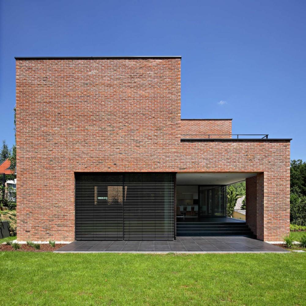 Dva arhitekta d o o podfuscak residence 5osa for Modern mud house architecture