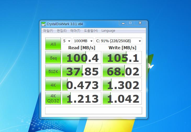 크리스탈 디스크 마크 3, 다운로드, Crystal Disk Mark Download, Download, IT, 프로그램, 크리스탈 디스크 마크 메뉴얼, Seq, ncq, AHCI, 512K, 4K, Read, Write, MB/s, 수치, X64,크리스탈 디스크 마크 3 다운로드 후 설치를 하면 디스크의 순차 읽기 속도 , 쓰기속도 및 512K , 4K의 속도를 확인할 수 있습니다. 그리고 최신 버전의 경우에는 4K QD32로 ncq 와 AHCI가 적용되었을 때의 수치도 확인이 가능 합니다. 크리스탈 디스크 마크 3를 쓰면 최신 운영체제를 쓰고 읽기 성능이 빠른 디스크나 SSD를 쓰는 경우라면 비교가 될만한 괜찮은 벤치 내용을 얻을 수 있습니다. 디스크 벤치나 요즘 인기가 많은 SSD의 성능을 서로 검증하기 위해서는 꼭 한번 사용하는 프로그램이죠.