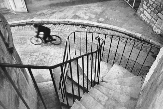 http://tingkelly.files.wordpress.com/2008/11/artwork_images_424175658_232693_henri-cartier-bresson.jpg