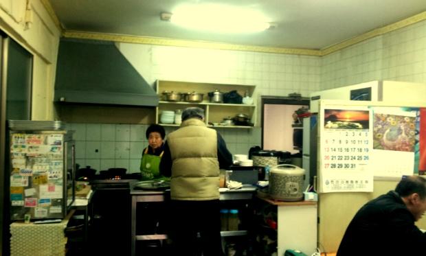 원앙식당의 노부부