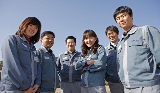 사진 왼쪽부터 구아진 사원, 정재우 차장, 조인호 과장, 이기주 대리, 김상현 대리, 송상준 대리
