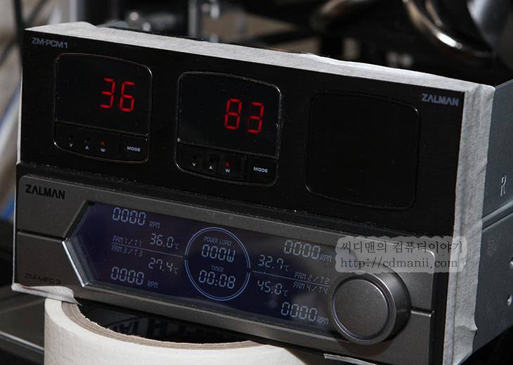 HIS HD7870 IceQ Turbo, 배틀필드3, HIS HD7870 IceQ Turbo 배틀필드3, 3DMARK11, 온도, IT, 그래픽카드 리뷰, 후기, BattleField3, 쿨러, GPU-Z, ZM-PCM1, ZM-VPM1, 그래픽카드, 히트파이프, 블로어팬,HIS HD7870  IceQ Turbo에 배틀필드3 아머드킬과 프리미엄 패키지를 사용해 봤습니다. 생각보다 좀 놀랐네요. 상당히 정숙하고 꽤 성능도 좋았습니다. 배틀필드3 네트워크 대전에서 넓은 맵에서 울트라 옵션에서는 약간은 끊히는 느낌은 있었지만, 높음 옵션에서는 상당히 괜찮더군요. HIS HD7870  IceQ Turbo는 오버클러킹도 어느정도 가능하고 그리고 그냥 써더라도 성능도 괜찮고 소음도 낮은 편입니다. Center-320 소음계로 소음을 직접 게임을 하면서도, 그리고 Idle시에도 측정해봤는데 상당히 정숙하더군요. 그리고 또 괜찮았던것은 온도도 꽤 낮았습니다. 3DMark11 퍼포먼스 점수는 P6951점이 나오더군요. 배틀필드3를 하는 동안 계속 너무 조용해서 뭔가 문제가 있나 살펴볼정도였습니다. 온도는 게임 동작중에 55도 밖에 나오지 않아서 뭔가 신기할정도였네요. 물론 지금 날씨가 좀 서늘해진탓도 있긴 하지만, 상당히 정숙하고 조용하고 성능이 괜찮은것은 사실이긴 하네요. 그럼 지금부터 HIS HD7870  IceQ Turbo를 자세히 살펴보겠습니다.