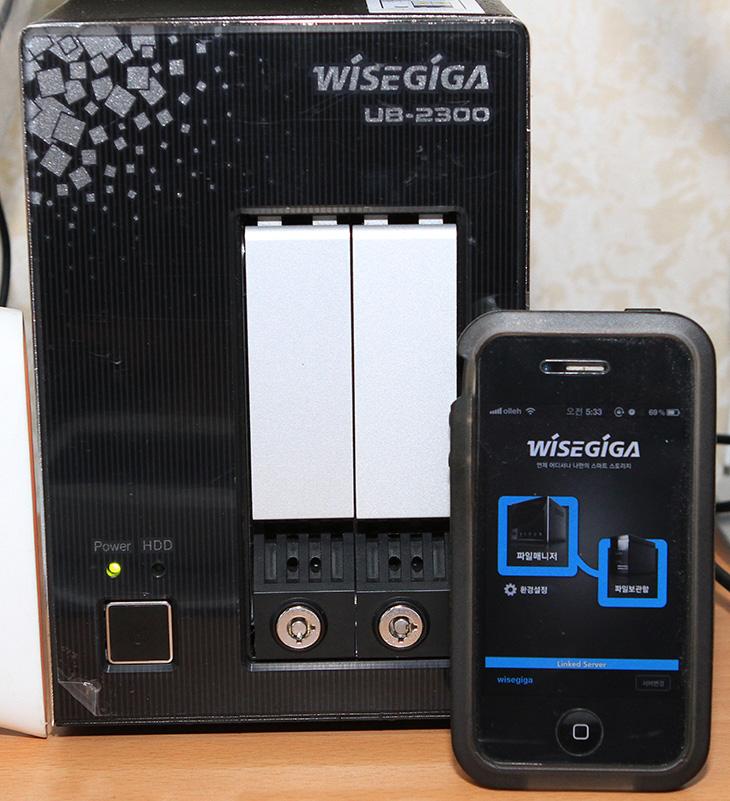 와이즈기가 어플, 와이즈기가 앱, wisegiga apps, It, Nas, NAS 추천, UB-2300, 나스, 리뷰, 버팔로, 사용기, 와이즈기가, 와이즈기가 UB-2300, 제품, review,와이즈기가 어플을 이용하면 아이폰에서 쉽게 WiseGiGA NAS에 접속해서 파일을 보고 업로드도 가능 합니다. 지금은 앱스토어에만 있고 11월 중으로 안드로이드 어플도 나온다고 하네요. 안드로이드 스마트폰 경우에는 DLNA 등으로 이미 사용이 가능하긴 하지만 어플을 이용하면 아이디로 접속해서 좀 더 체계적으로 사용이 가능 합니다. 와이즈기가 UB-2300을 사용중인데, 아이폰 어플을 사용해보니 동영상 인코딩해서 넣을 필요도 없고 접속도 쉽고 사용이 편리하네요. 물론 저는 컴퓨터로 연결해서 쓰는 비율이 좀 더 많습니다. 와이즈기가 어플을 설치하는 방법과 실제로 사용하는 모습을 사진과 동영상으로 간략히 알아보도록 하겠습니다.