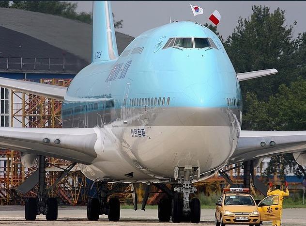 HL7465 폴란드공항 착륙