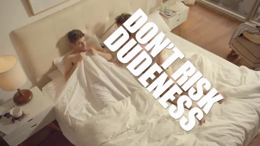 형씨가 되는 위험을 감수하지 마세요(Don't Risk Dudeness) - 여성용 제모용품, 비트(Veet)의 Dudeness TV광고 캠페인 '아침(Morning)'편 [한글자막]