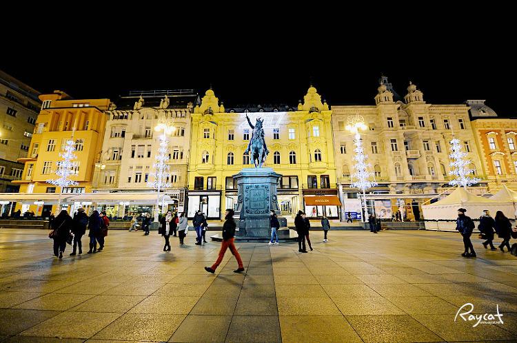 반옐라치치 광장의 밤