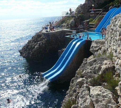 시크한 블로그 :: 바다로 떨어지는 미끄럼대 가장 무서운 수영장 ...