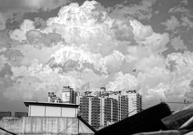 Very white and shiny cloud afternoon. 오랜만에 보는 새하얀 구름.