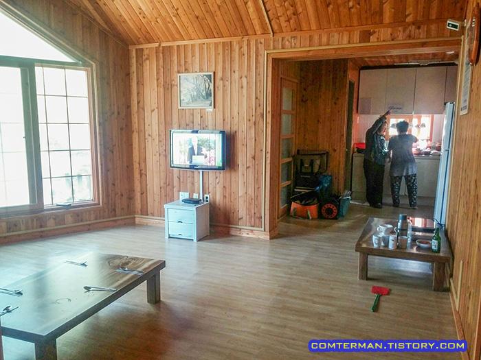 용현자연휴양림 숲속의 집 실내