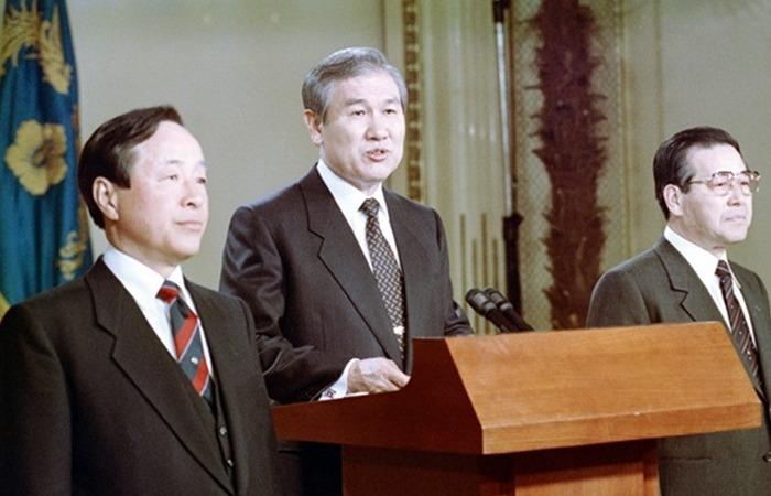 사진: 노태우, 김영삼, 김종필의 민정당, 민주당, 공화당은 1990년 갑자기 3당 합당을 했다. 다음 대통령직을 고리로 유혹하여 보수와 야합한 것이다. [손해를 알면서도 도전한 노무현입니다]