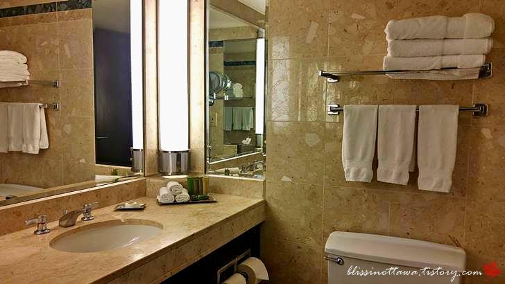 캐나다 4성급 호텔 욕실입니다