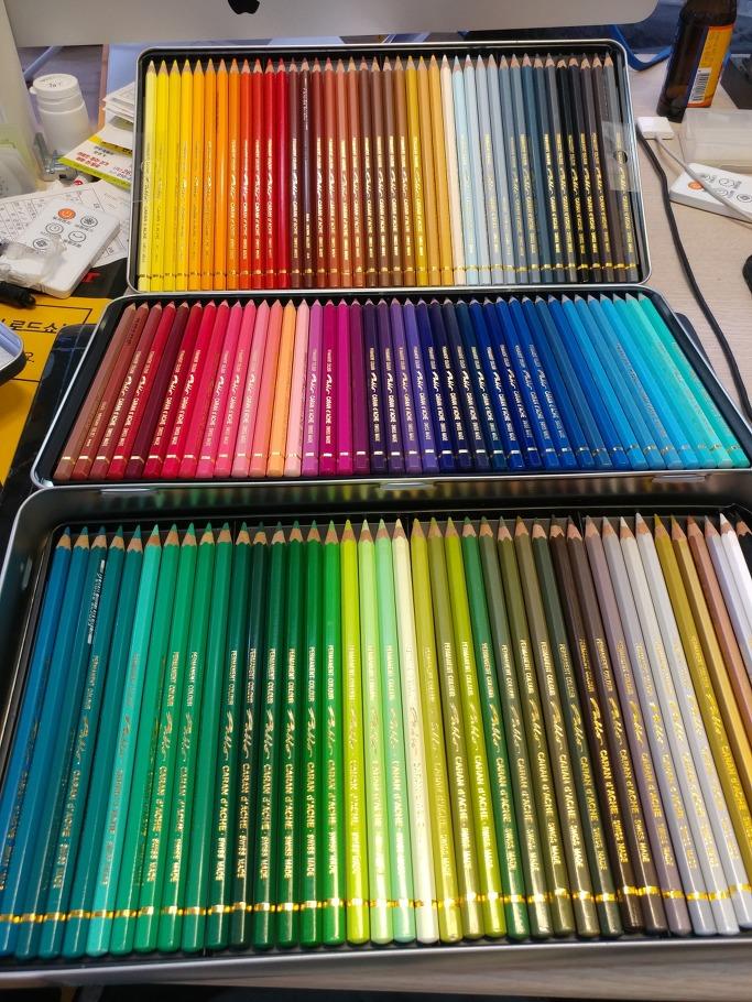 까렌다쉬 유성 색연필 컬러링색연필 120색 개봉기입니다.