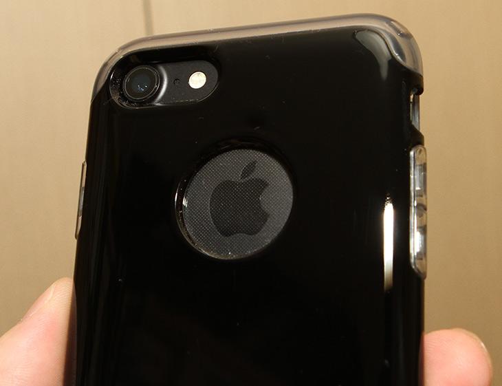 슈피겐 ,아이폰7, 케이스, 하이브리드 ,아머 ,충격보호,IT,IT 제품리뷰,스마트폰 케이스는 튼튼해야 합니다. 그리고 똑똑해야 하죠. 슈피겐 아이폰7 케이스 하이브리드 아머는 에어주머니를 넣어 충격보호를 합니다. 가장자리 부분에 충격에 가장 취약한데요. 이전에 쓰던 스마트폰도 실제 이부분이 충격 받아서 화면이 살짝 금이 갔었죠. 슈피겐 아이폰7 케이스 하이브리드 아머는 아이폰을 아주 완벽한 상태로 보호 합니다. 그러면서도 디자인을 살렸죠.