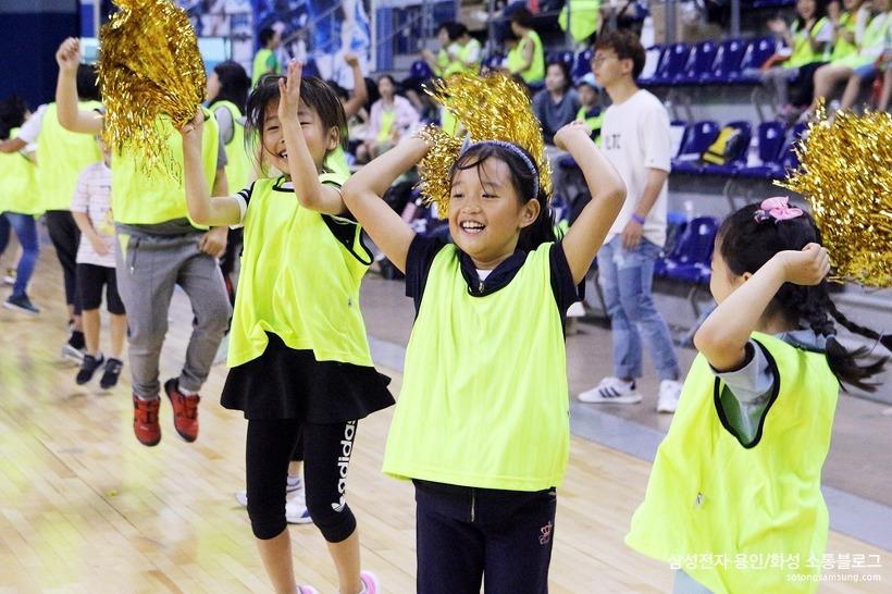 응원하는 아이들