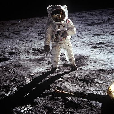 우주비행사 달