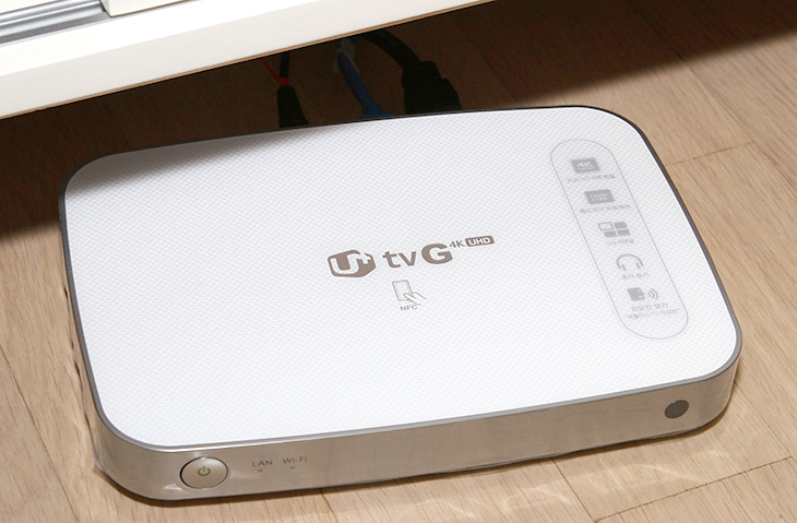 iptime iptv ,멀티캐스트 설정, TV G 4K UHD 설정하기,아이피타임 IPTV,아이피타임,iptime,IT,iptime iptv 를 보려면 멀티캐스트 설정을 하면 됩니다. 설정을 하면 TV G 4K UHD 등을 통해서 방송을 시청할 수 있습니다. 최초에 아이피타임에 설정에서는 IPTV 관련 설정이 사용안함으로 되어있습니다. 그래서 어느 포트에 연결하더라도 바로 방송이 나오진 않죠. iptime iptv 설정은 무척간단한 편입니다. 아이피타임 공유기 게이트웨이 주소로 접속해서 설정 하나만 변 경 후 적용을 해주면 바로 볼 수 있습니다. iptime iptv 설정을 하면 SKB 또는 LGU+ 그리고 KT 까지 모두 설정을 해서 볼 수 있습니다.제 경우에는 U+ TV G 4K UHD 셋톱박스를 쓰고 있습니다. 처음 아이피타임 공유기를 연결해놓고 4번포트에 IPTV를 꽂아두었습니다. 디링크 공유기의 경우 마지막 포트가 기본적으로 IPTV가 활성화가 되어있어서 이죠. 근데 바로 되진 않더군요. 보통 공유기 경우 멀티캐스트를 활성화해주면 IPTV를 볼 수 있습니다. 근데 아이피타임 공유기의 경우 IPTV 설정이라는 메뉴가 별도로 존재를 했습니다.