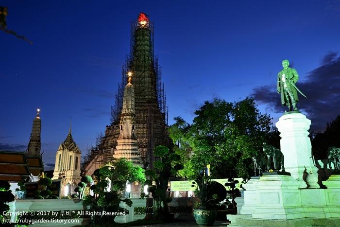 태국 여행 / 방콕 여행 / 차오프라야 강변의 무지갯빛 새벽사원 '왓 아룬'