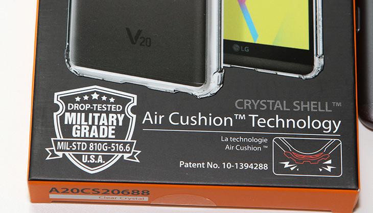 V20 ,슈피겐 ,케이스 ,크리스탈쉴드, 밀리터리등급,IT,IT 제품리뷰,그동안은 그냥 들고다녔는데요. 옷을 입혀줬습니다. V20 슈피겐 케이스 크리스탈쉴드 밀리터리등급 제품을 소개 합니다. 이 스마트폰은 안그래도 미군 군용 등급을 통과했을만큼 무진장 튼튼한 제품 인데요. 물론 근데 떨어뜨리면 흠집은 생기겠죠. 근데 케이스를 입혀두면 흠도 생기지 않을겁니다. V20 슈피겐 케이스 크리스탈쉴드 무척 투명하고 티탄 블랙의 원래 색상을 상당히 잘 살려주는 케이스 였는데요.