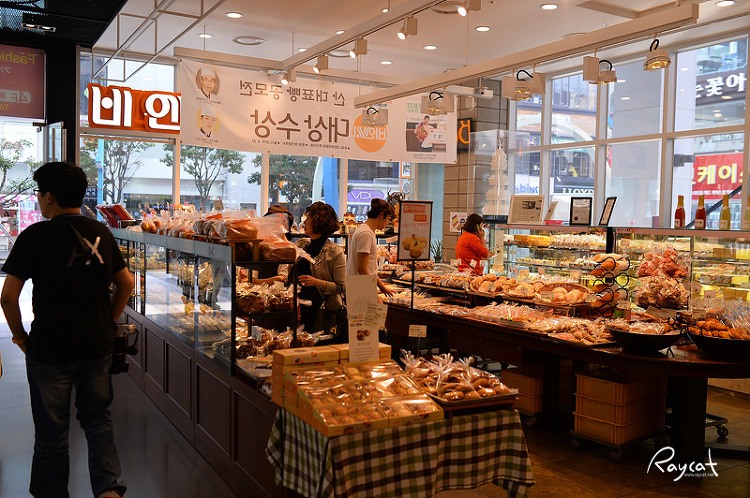 1층 비엔씨 빵집의 풍경