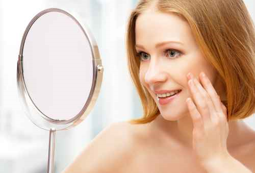 signs of aging in a woman's face
