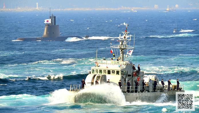 해양기동 사열중인 참수리급 함정과 잠수함  ⓒMediaPaPaer.KR 오세진 사진기자