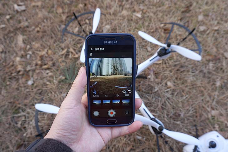 드론, 360도, 촬영하는, 니콘, 키미션 360 ,달아보기,IT,IT 제품리뷰,이번글은 조금 실험적인 글 입니다. 물론 비용은 최소한으로 들여서 해봤습니다. 드론에 360도 촬영하는 니콘 키미션 360 달아보기를 해 봤는데요. 그동안 해봐야지 했는데 바람이 계속 강해서 날리지 못하다가 이번에는 해보네요. 니콘 키미션 360은 360도로 촬영하는 카메라 입니다. 드론에 매달아서 날리면 드론이 특정방향으로 향할 필요 없이 계속 모든 방향을 촬영할 수 있는데요. 당연하지만 드론은 좀 위험하기 때문에 조심히 날려야 합니다.